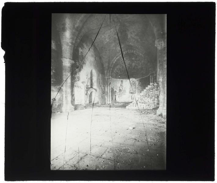 Vue intérieure de la chapelle avec un minbar