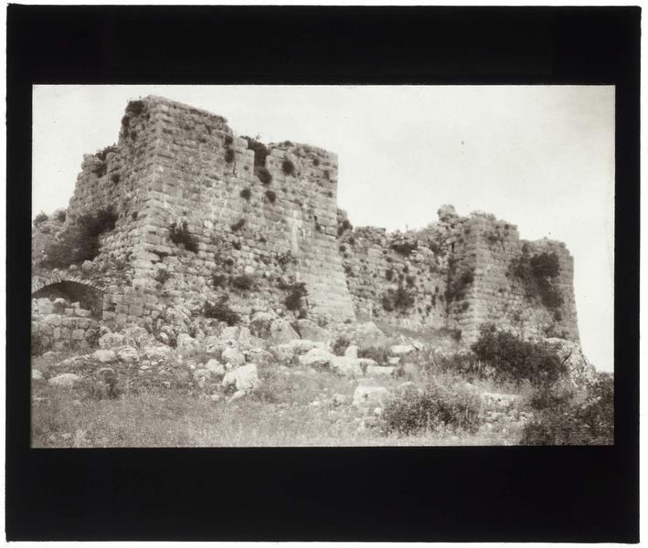Vue extérieure du château haut de Subeibe