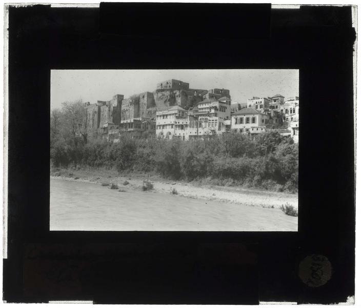 Vue du château depuis la rivière