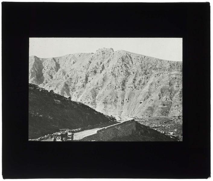 Château vu du Litani à l'entrée sud de la chaine montagneuse du Liban