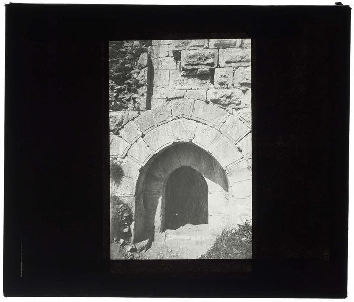 Entrée du château dégagée en 1936