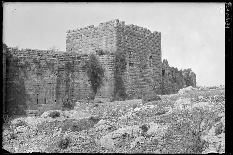 Front est: vue extérieure de la tour maîtresse