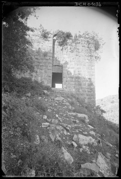 Détail d'une tour de la basse cour