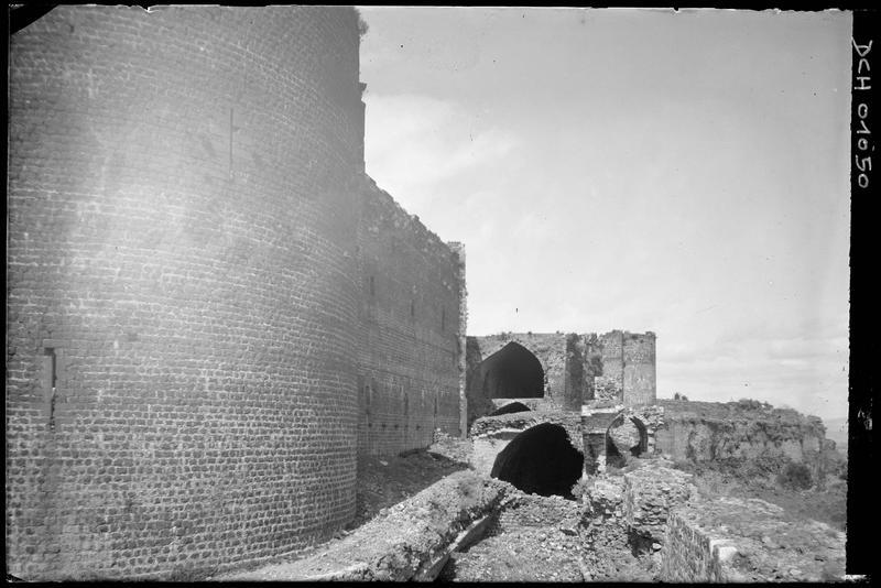 Courtine et ouvrages au nord-est de la tour maîtresse
