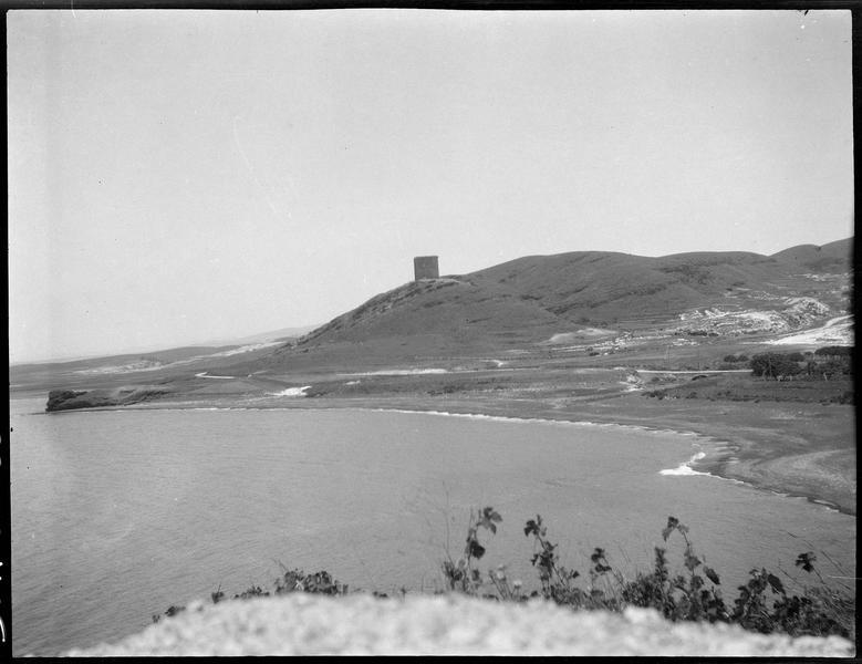 La tour Burj al-Sabî vue depuis la côte