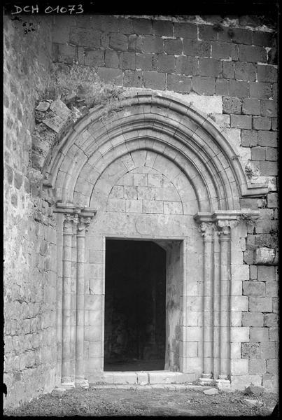 Vue extérieure du portail nord de la chapelle