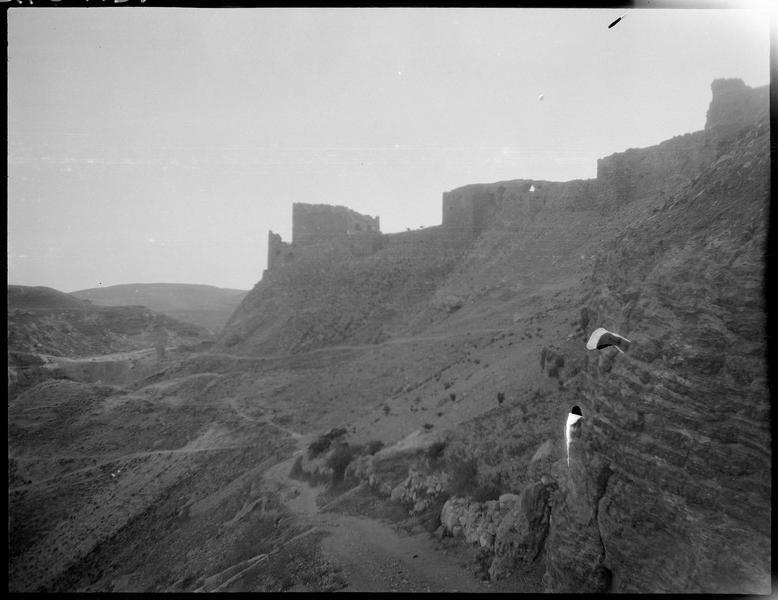 Front est du château, vu vers le sud