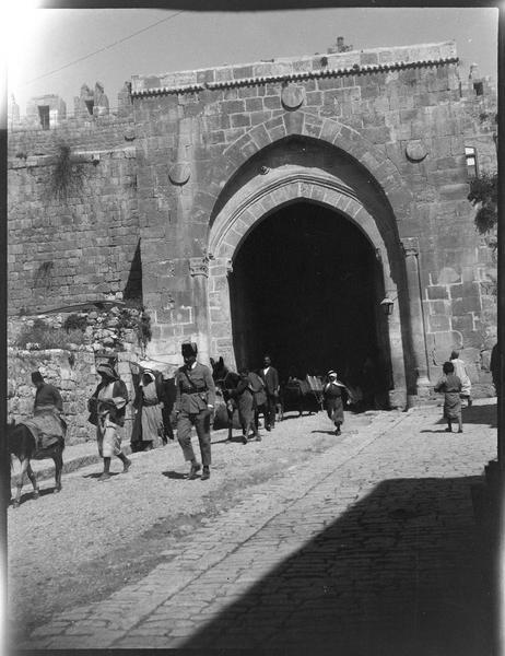 Congrès archéologique de Syrie, Liban et Palestine en 1926: façade intra-muros de la porte de Damas