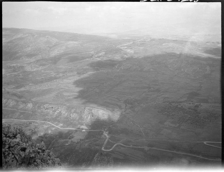 Vue plongeante sur la vallée du Litani