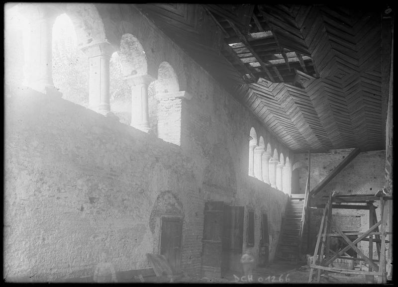 Intérieur: plafond en lattes de bois