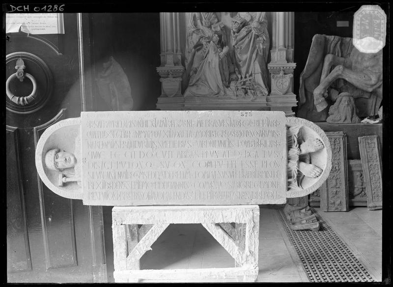 Tombe de l'abbé Isarn, 1048