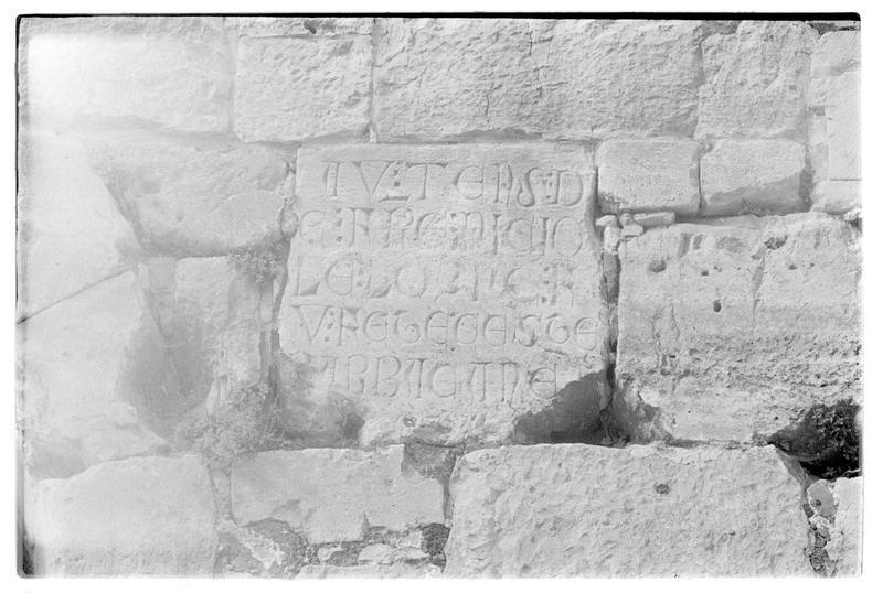Inscription de Nicolas Lorgne (parement interne au nord de l'enceinte extérieure)