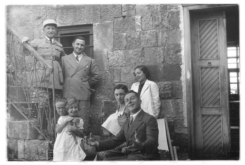 Personnages dans une maison ottomane