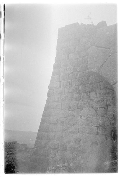 Détail d'une tour d'angle du château haut