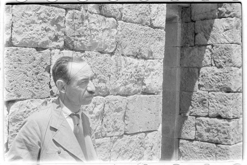 Paul Deschamps dans une maison ottomane