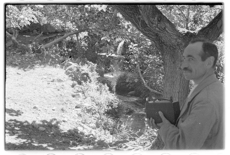 Paul Deschamps derrière une caméra