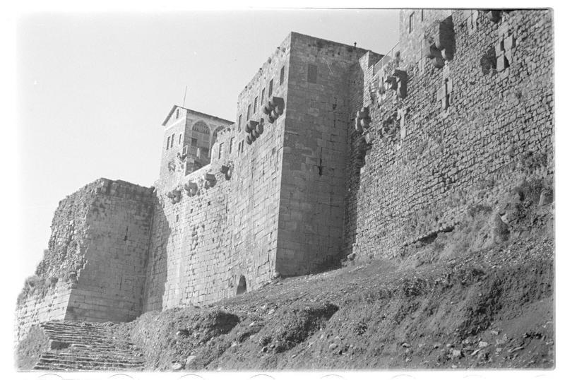 Vue du front est et de la tour-porte