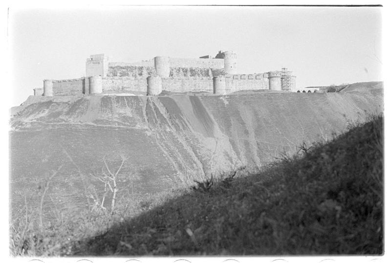 Vue d'ensemble du front ouest du château