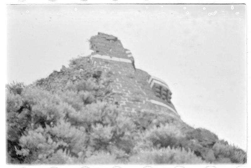 Vue en contre-plongée de la tour éperon