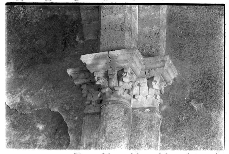 Détail des chapiteaux intérieurs de la chapelle