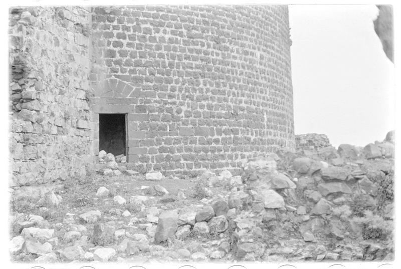Vue d'une porte de la tour maîtresse