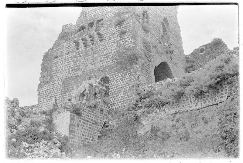Vue extérieure de la tour-porte