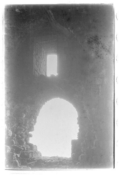 Vue des ouvertures d'une salle intérieure
