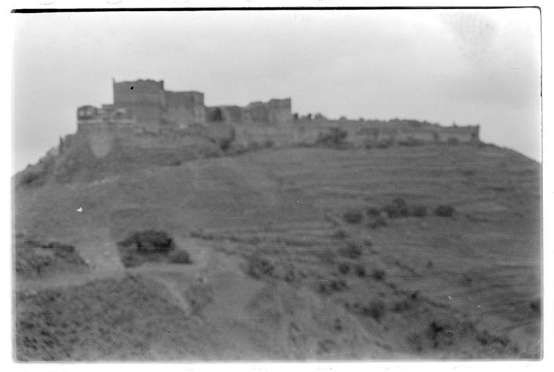 Vue générale du château avec le berquil au premier plan
