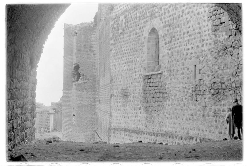 Le chevet de la chapelle à l'intérieur du château (front nord-est)
