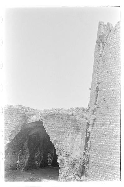 Vue de l'ouvrage jouxtant la tour maîtresse