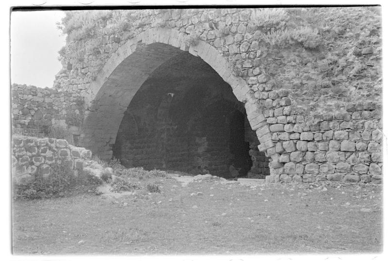 Vue du grand bâtiment à l'intérieur du château