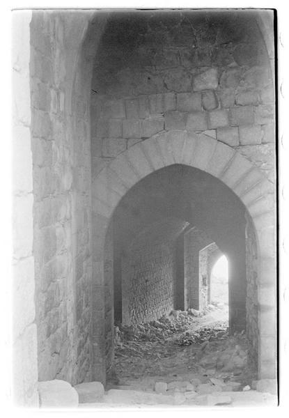 Vue intérieure du couloir d'accès à la cour centrale