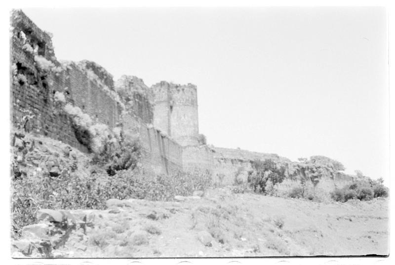Vue extérieure du château, depuis la contre-escarpe