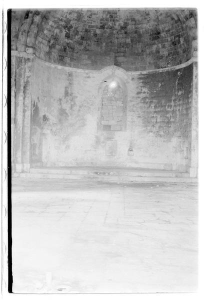 Vue intérieure du choeur de la chapelle