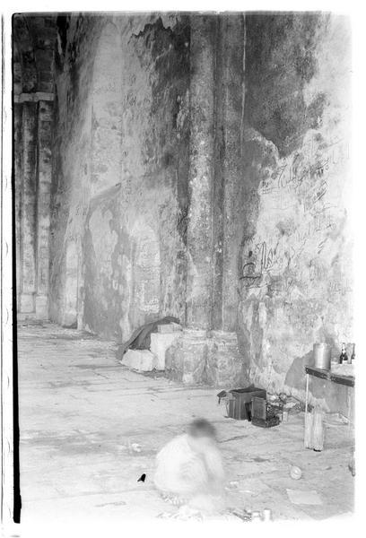 Vue intérieure de la chapelle (mur nord)