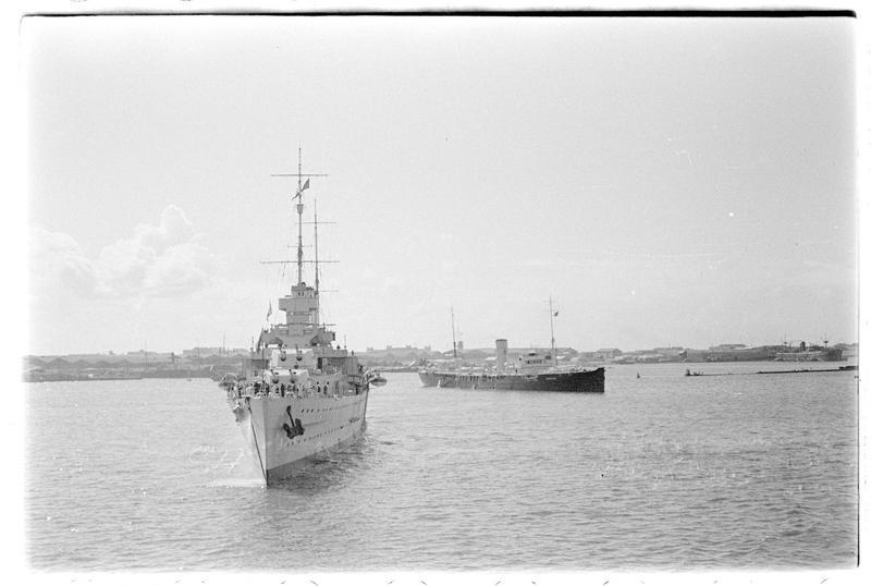 Le croiseur HMAS Australia, de la marine australienne, en rade de Beyrouth (printemps 1936)