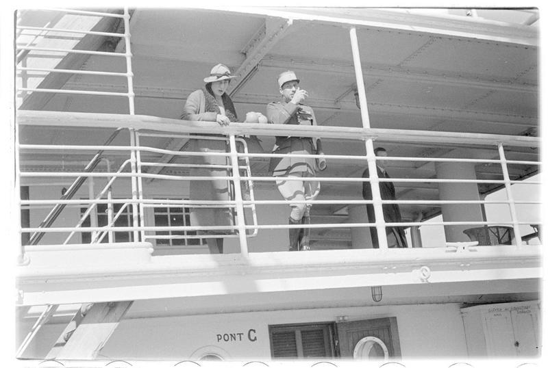 Personnages sur un bateau
