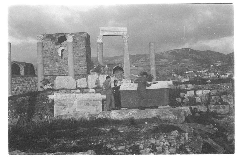 Vue des ruines antiques et du château