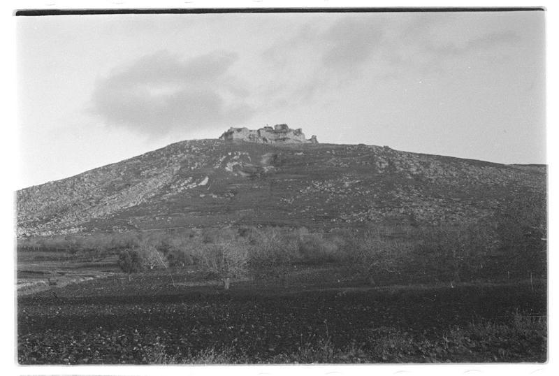 Château vu du nord-ouest en contre-plongée