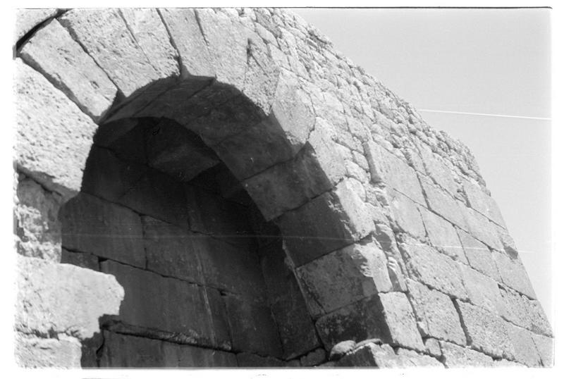 Détail de porte d'entrée dans l'une des tours avec emplacement d'assommoir