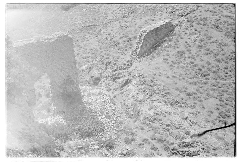 Vestiges de l'aqueduc au sud-ouest du château