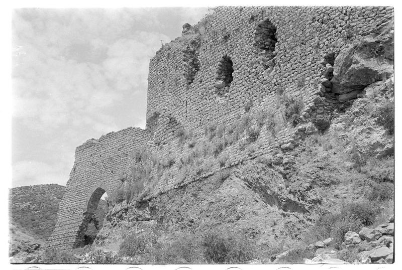 Vestiges de l'aqueduc et front sud