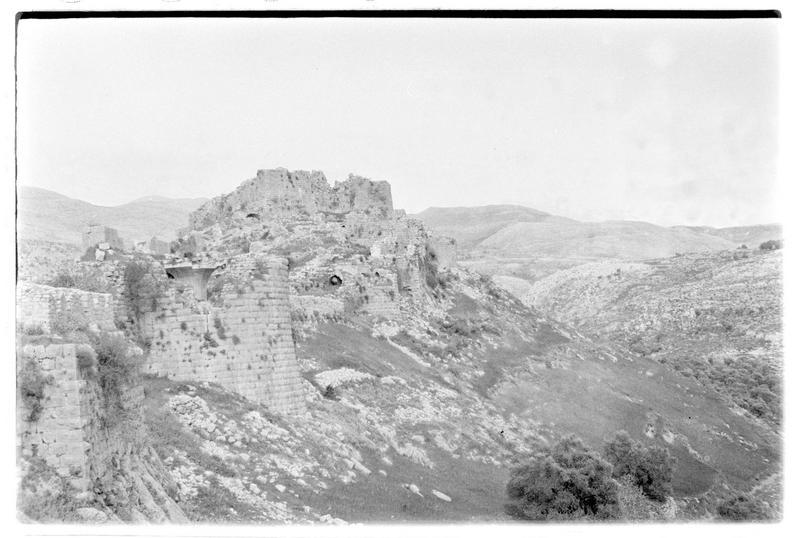 Le front sud et le château haut