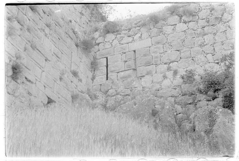 Deux archères à l'angle d'un mur