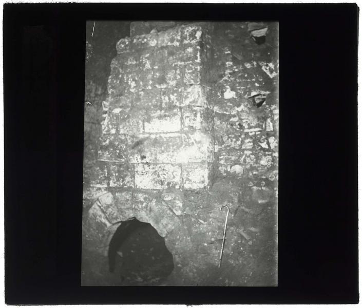 Cheminée du four, découverte en 1929