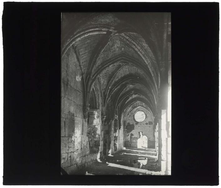 Intérieur de la galerie gothique: vue prise du sud