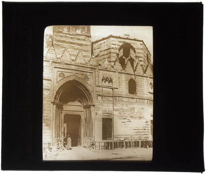 Façade, et portail provenant d'une église de Saint-Jean-d'Acre, transporté et remonté au Caire, après la victoire des Sarrasins en 1292