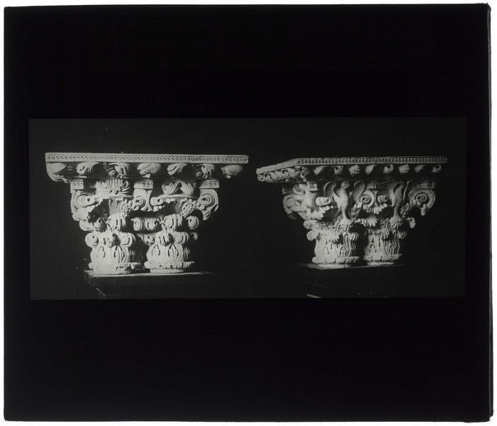 Chapiteau provenant du monastère, conservé au musée d'Istanbul