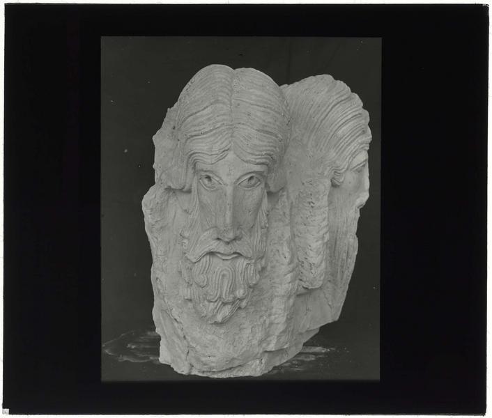 Têtes sculptées provenant de Nazareth, conservées à Jérusalem: face