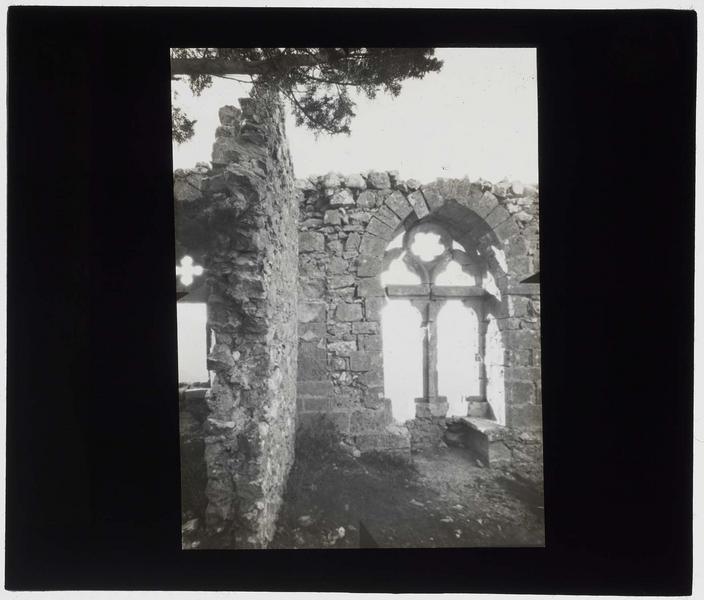 Ruines de la fenêtre ouest de la grande salle, ou fenêtre de la reine Eléonore